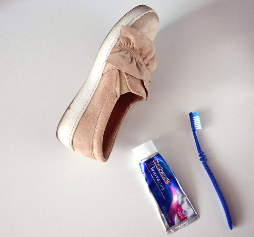 5 prostych i przydatnych trików modowych przy użyciu domowych rzeczy. buty