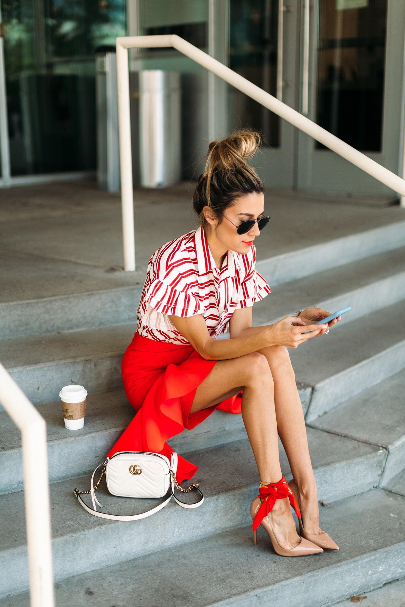 Z czym nosić czerwień? Jakie kolory pasują do czerwieni? czerwień i beż nude