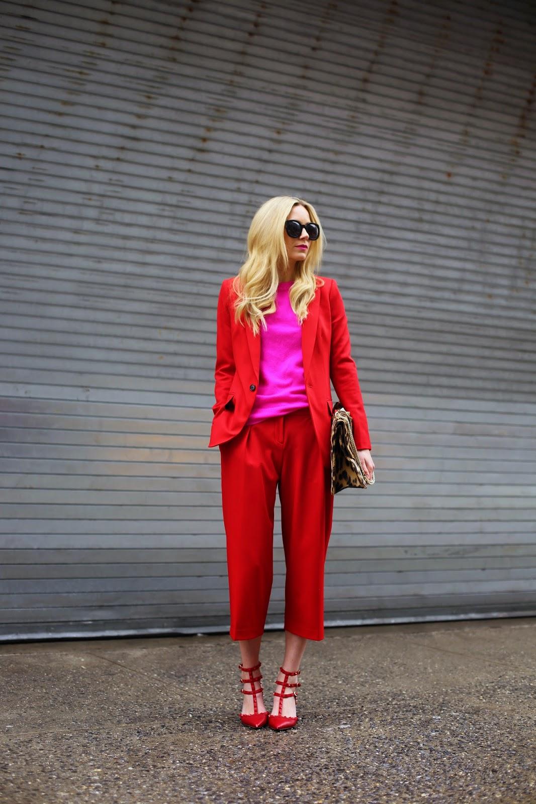 Z czym nosić czerwień? Jakie kolory pasują do czerwieni? czerwień i róż moda