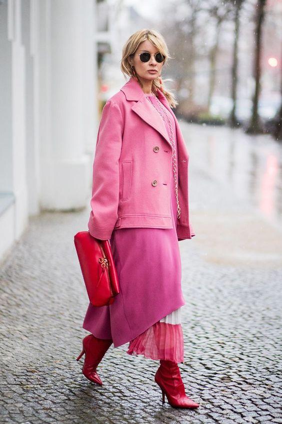 Z czym nosić róż? Intensywny, pudrowy i brudny róż w stylizacjach. pink red fashion