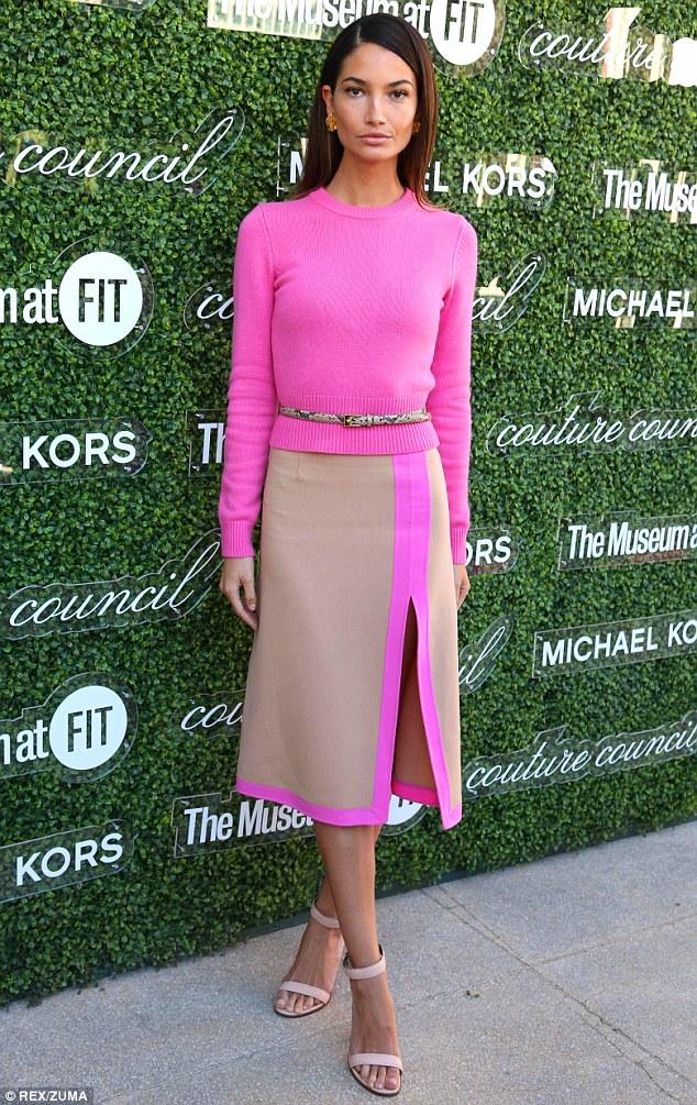 Z czym nosić róż? Intensywny, pudrowy i brudny róż w stylizacjach. pink nude