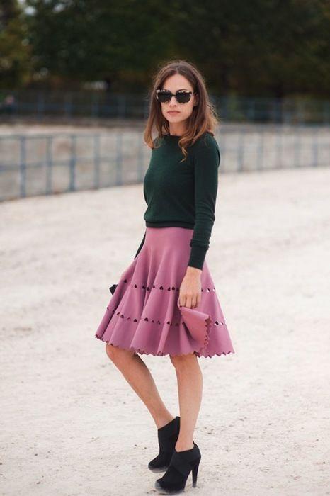 Z czym nosić róż? Intensywny, pudrowy i brudny róż w stylizacjach. pink green style